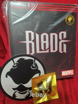 Mezco One12 Blade MDX Exclusive Edition Armor Vest T-Shirt Knife Mez-Itz Set